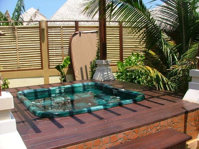 maldives-jacuzzi-1510152-640x480